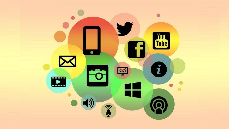 Mural ilustrativo colorido com as logos das redes sociais